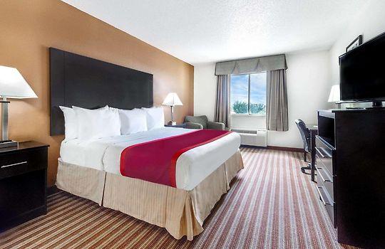 Days Inn Suites By Wyndham Dallas Dallas